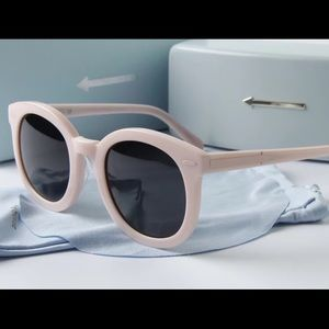 Karen Walker Accessories - 🎉HP🎉new Karen Walker Super duper in pale pink