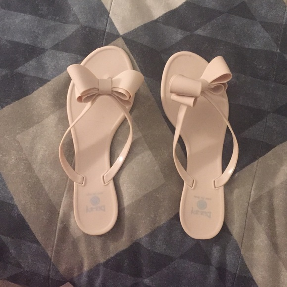 2128742e2d0c Dizzy Shoes - NEW Matte nude jelly bow flip flops