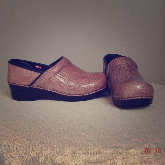 Brown Alligator Croc Sanita  Size 40 Shoes