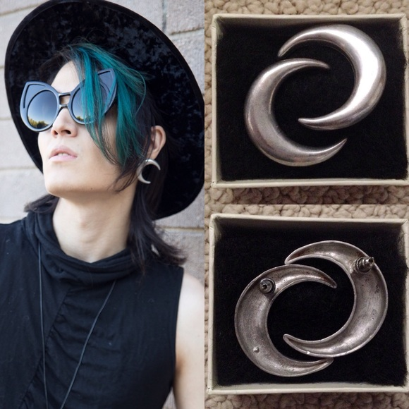 Hot Topic Jewelry - Silver Crescent Moon Earrings Gothic Witchy Nugoth