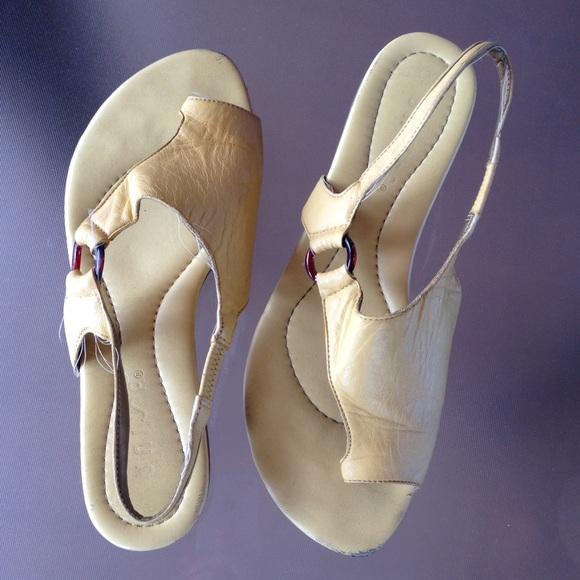 Unisa Shoes   All Leather Low Heel Flex Technology Sandals   Poshmark 883e06a0d4