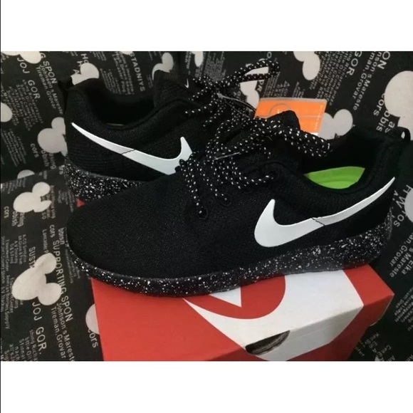 a87ef229d5b4 NEW Women s Nike Roshe Run With White Speckles. M 578e786778b31c89ad008fd6