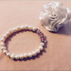 Jewelry - NWOT Fashion bracelet with pearls