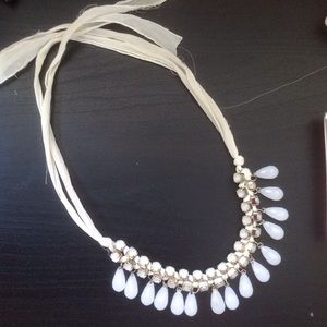 Forever 21 Jewelry - F21 cream and white necklace