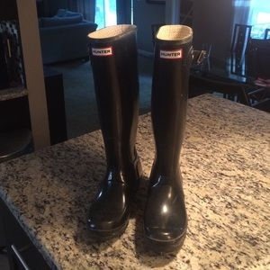 Black shiny hunter boots size 9 - tall!