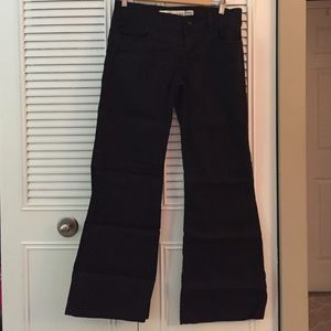 Fitted wide leg pant.
