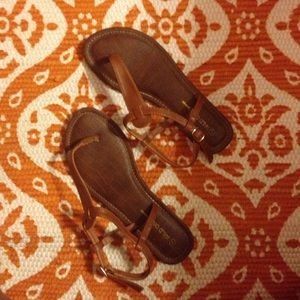 Super cute and simple sandals!