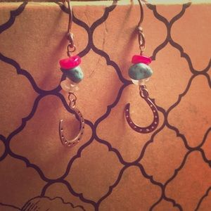 Jewelry - Dangly horse shoe earrings
