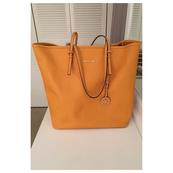 8e15b8efd26a MICHAEL KORS EMRY LARGE LEATHER TOTE. M 578ee632bf6df5382a0314dd