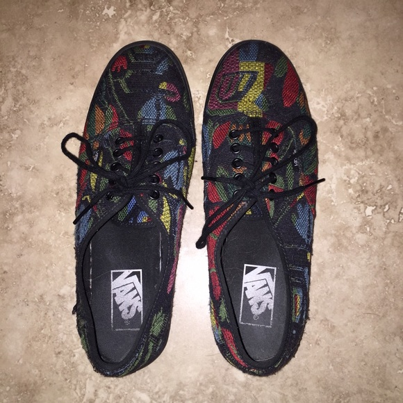 6f03a8114f Vans Authentic Lo Pro Tapestry Floral Sneakers. M 578eef8dfbf6f999de0013b8