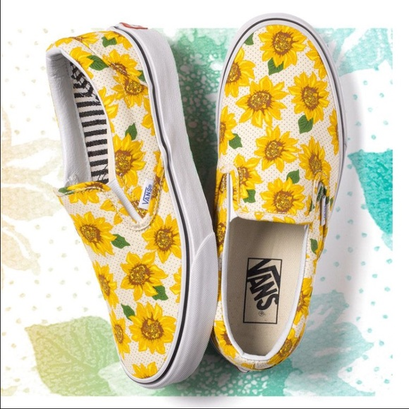 🎉️2 HR FLASH SALE🎉 Vans sunflower slip ons f14aca1a1
