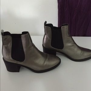 HM Leathercraft Shoes - Silver booties