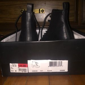8.5 pair of boots never worn!!