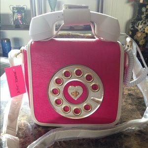 Betsey Johnson Phone Crossbody 😍😍