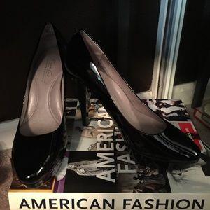 Black Kenneth Cole heels. Size 9