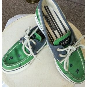 Preppy Womans Sperry Top Sider siz6.5