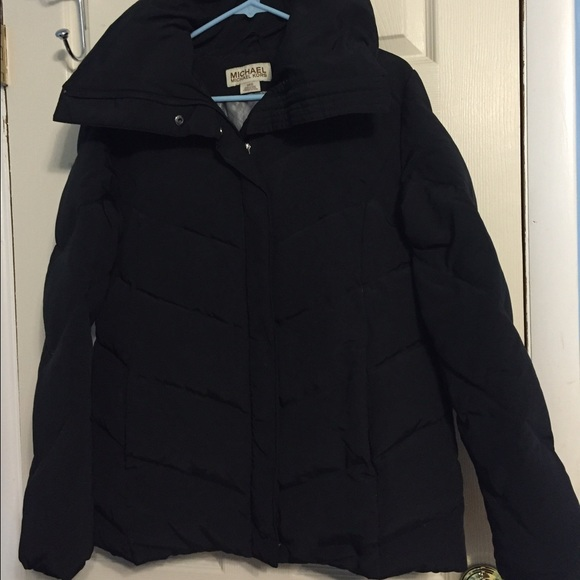 michael kors michael kors winter coat from rhiannon 39 s closet on poshmark. Black Bedroom Furniture Sets. Home Design Ideas