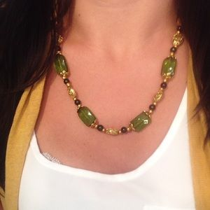 🆑 earance 🆕 Green & gold necklace