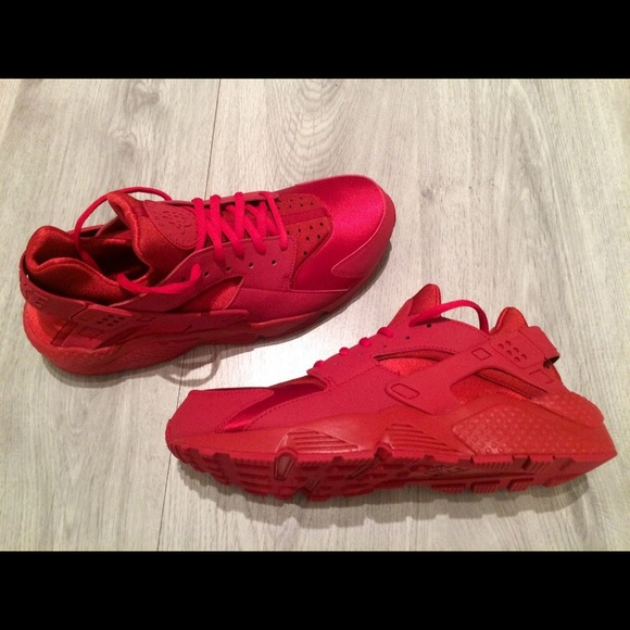 the best attitude a4657 e16c6 🎉 MAKE OFFERS! Ruby Red Nike Women's Huaraches