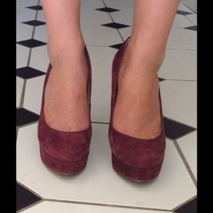 Enzo Angiolini Shoes - Enzo Angiolini 5.5 plum suede pumps!