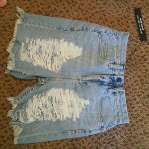 Blank nyc destroyed mum shorts  size 26