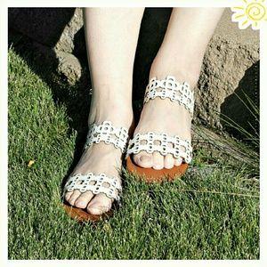 JustFab Shoes - 👟 Jayleen flat sandals.