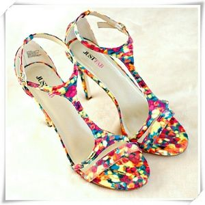 JustFab Shoes - 👜 Cynthia sandals heels in floral print.