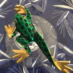 Jewelry - Green enamel  frog brooch