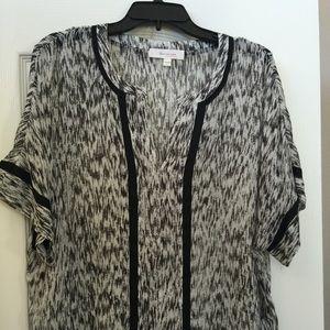 Black and white print. Kimono sleeves