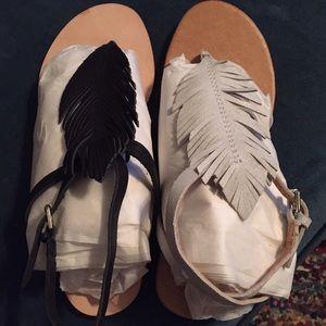 Corso Como Shoes - Corso Como BLACK ONLY 8.5 feather flat sandals