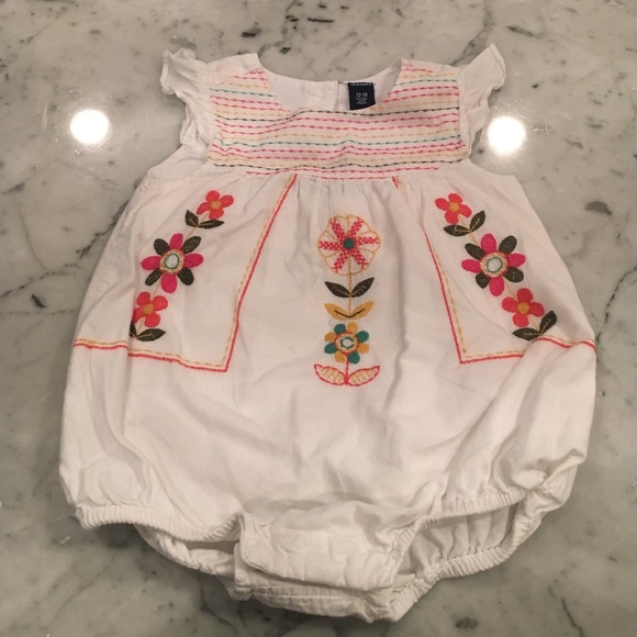 Girls OLD NAVY Pink /& White Floral Embroidered One-Piece Outfit 0-3 Months New