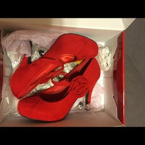 Charming Charlie Shoes - Charming Charlie Retro Red Heels w/ 🌹