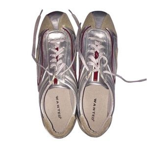 Wanted Shoes - Wanted silver and red sneakers