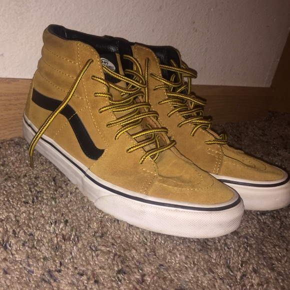 73e98cb497 I m selling a size 7 high top vans