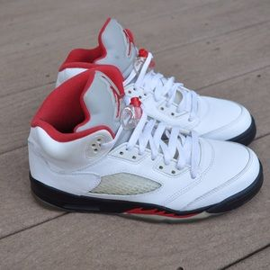 58e8002b287525 ... Jordan Fire Red 5 Sz 6Y (I ll go Lower on Depop) ...
