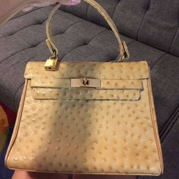 dfb8bdfc8bf1 Chic de Paris Handbags - ❤️HP❤ Chic de Paris bag camel ostrich skin