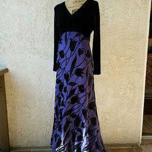 Saint Tropez West Dresses & Skirts - St. Tropez West purple & black tulip design