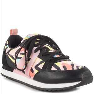 Aldo Saowia sneakers pink/black, 8.5,NWT. Cute!