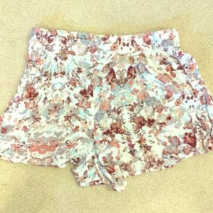 🆕 Frenchi Floral-Print Pleated Shorts 🆕