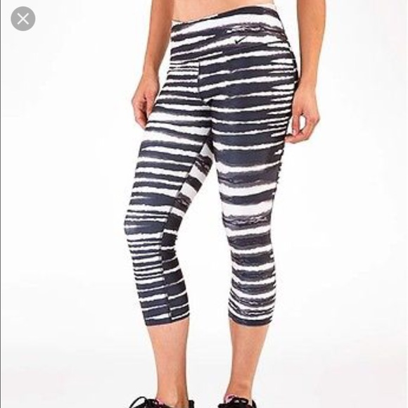 Leggings should fit like a second-skin -- snugly across the buttocks, thighs and calves. But be wary of choosing a too-tight pair. The waistband should not be so tight that it creates the dreaded