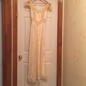 Additional pic of spectacular vintage slinky gown