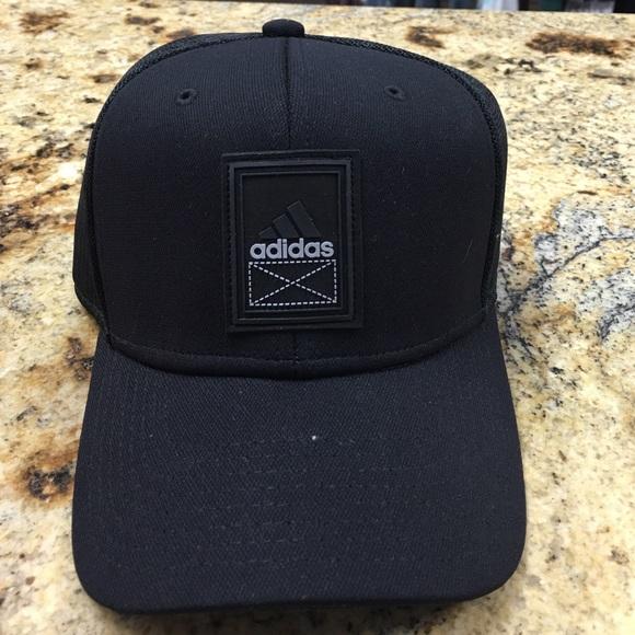 5833633e9 NWT Adidas men's snapback cap NWT