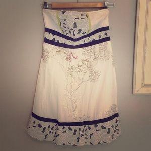 Kimchi Blue Dresses & Skirts - Strapless dress beautiful floral details