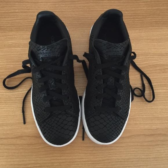 le adidas stan smith di donne poshmark nero