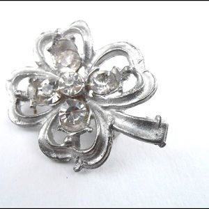 Jewelry - Cute Four - Leaf Silver Tone Brooch / Pin