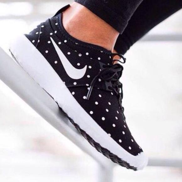 Nike Juvenate Mesh Trainers For Women in Black White Polka