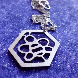 Jewelry - Small worker bee necklace