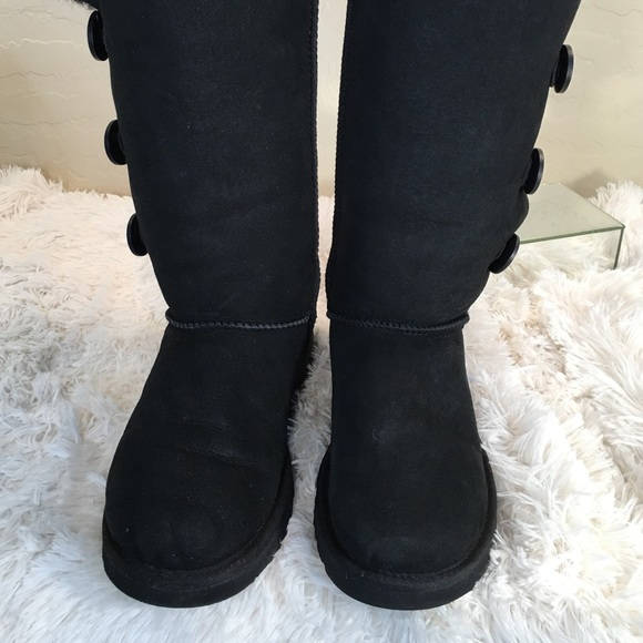 black uggs 3 button bailey