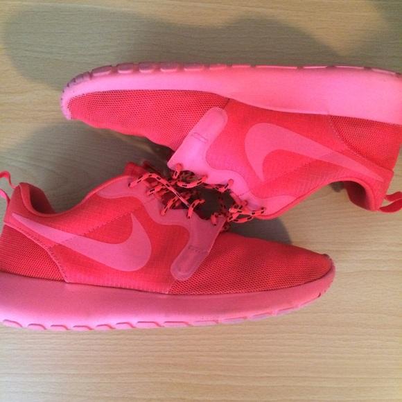 sale retailer 11c93 aafc6 Nike roshe run hyper fuse red crimson red October.  M 579402379818299fe104b078