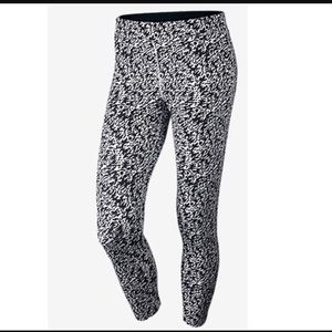 Nike Essential Tight Fit Yoga Pants